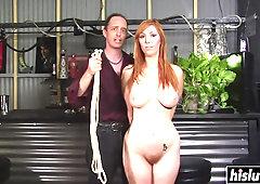 Rothaarige Maya Kendrick und Lauren Phillips im BDSM-Dreier