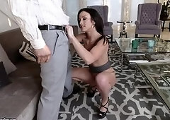 Heavenly Jennifer White is playing with her pussy