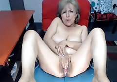 Colombian Gilf Jiulianamoonsx (56) Frolicking With Her Beaver