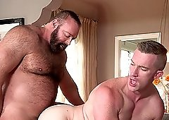 Steamy Guy Drills His Friend With Huge Bareback Cock