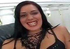 Claudia Ferrari, une brunette tcheque niquee en double