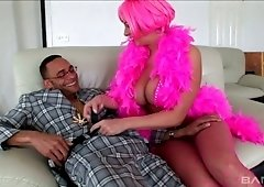 Bitch in pinks stockings and pink wig Gianna Michaels does her best