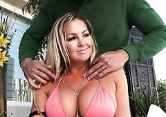Bosomy mommy Abbey Brooks gets pussy licking from Karlo Karrera
