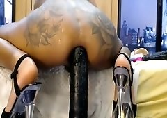 Tatttoed ass squats on huge dildo