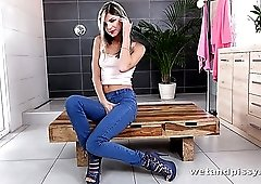 Long legged stunning Gina Gerson is actually happy to piss into her jeans