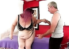 Lady Lynn is the best slut to have fun with and she loves having her twat toyed