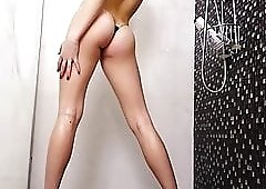 Caroline - Slutty American Babe Messes rround In Shower