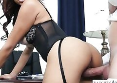 Big breasted temptress Raven Redmond likes it from behind