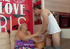 Plump chick with the hairy beaver penetrated like never before